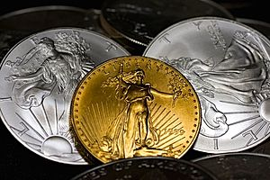 gold up on 3rd straight gain as us dollar falls