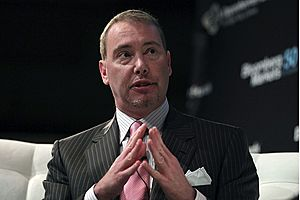 Gundlach Warns of Recession Driven by 'Cocktail of Economic Risk'