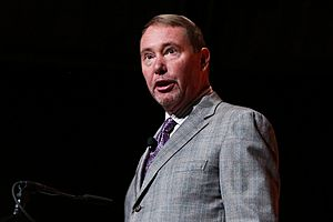 'Bond King' Jeffrey Gundlach Bets on Gold, Sees Rising Recession