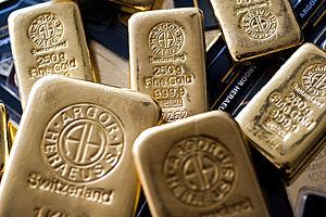Gold Rises as U.S. Treasury Yields, Dollar Pause