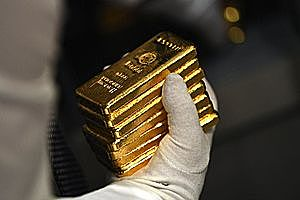 Gold Futures Poised for Back-to-Back Gains, Despite Treasury Yield's Rise